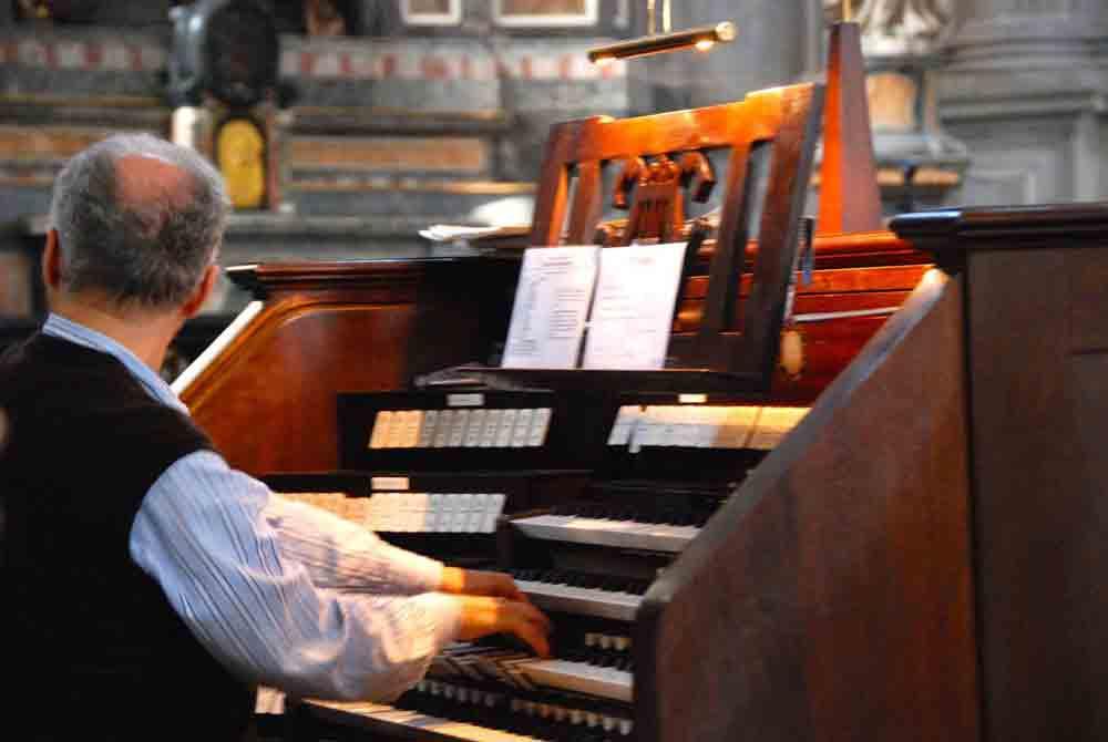 organist-orgelspiel-dom-zu-como-comer-see_7908