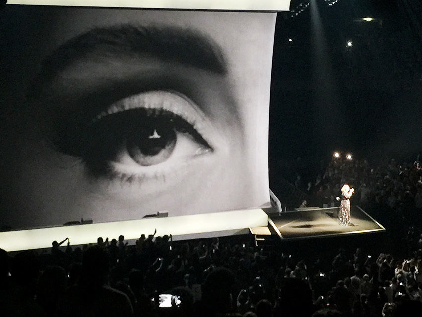 Looping-bei-Adele-Berlin-Tour-2016-Auge
