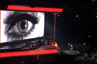 Looping-bei-Adele-Berlin-Tour-2016-Buehnenbild-Screen