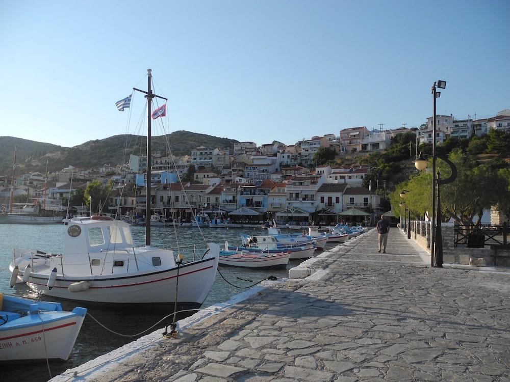 Hafen-griechische-insel-Samos-©looping