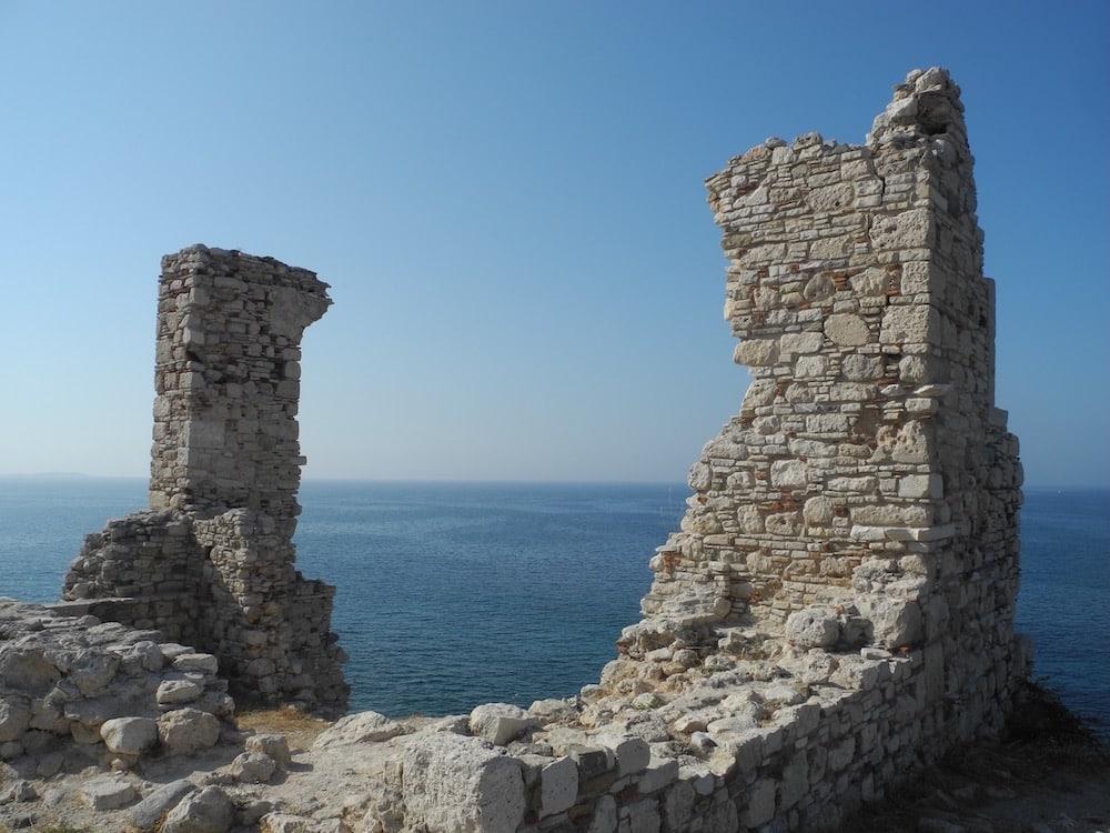 Verfallene-Ruinen-auf-der-griechischen-insel-Samos-©looping