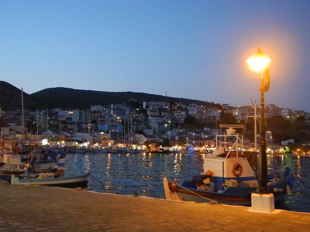 pythagorio-Sommer-nacht-griechische-insel-Samos-©looping