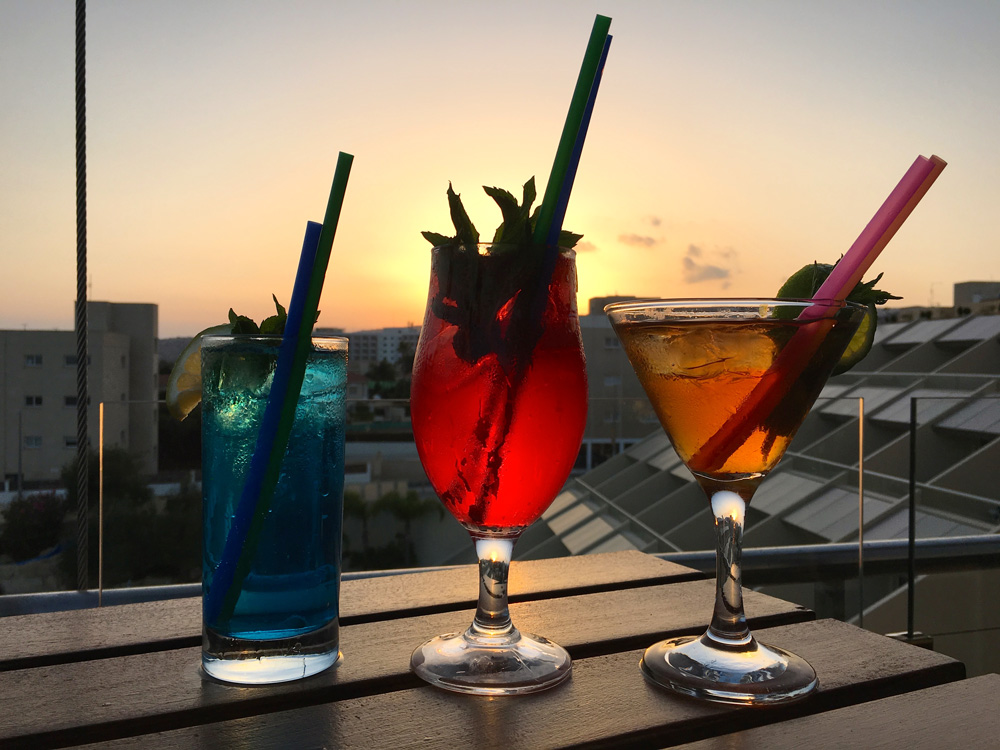 sundowner-cocktail-st-raphael-hotel-limassol-zypern-©looping-magazin