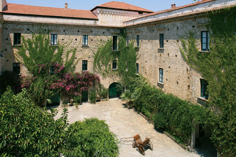 Courtyard-Palazzo-Belmonte