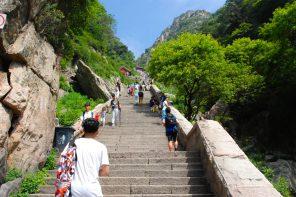 6293 Stufen bis zur Erleuchtung. Tai Shan der heiligste Berg Chinas