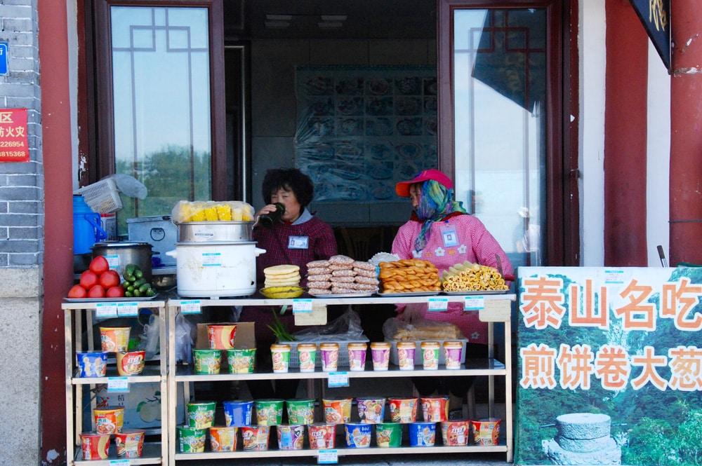 shop-auf-dem-gipfel-des-tai-shan-looping-magazin
