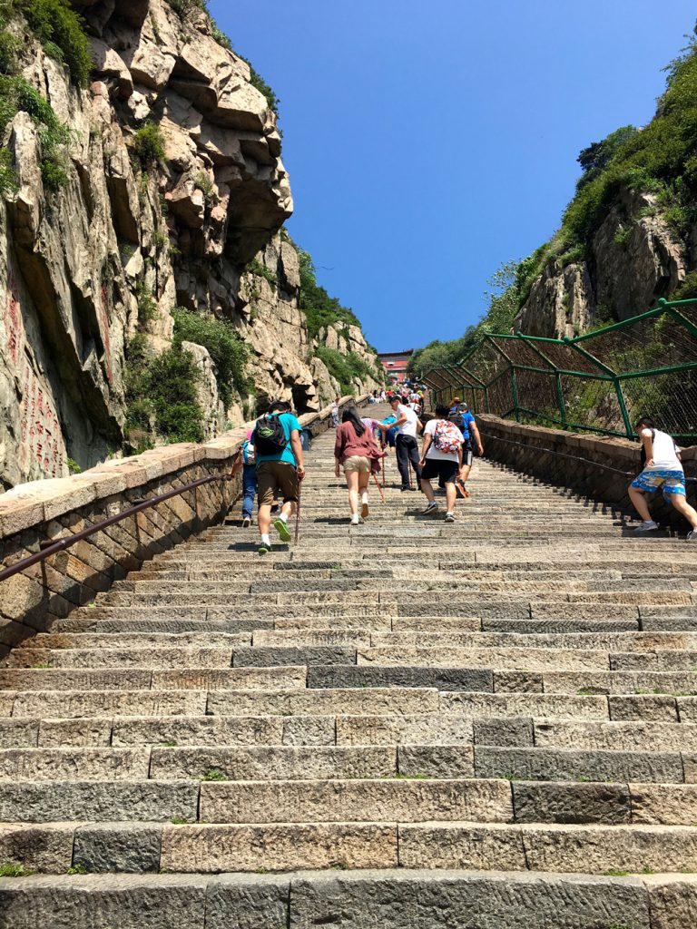 steile-treppe-tai-shan-looping-magazin