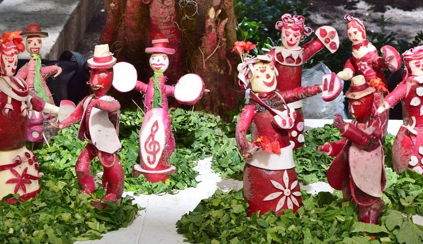 Weihnachtsbräuche in aller Welt geschnitzte Rettichfiguren in Mexiko