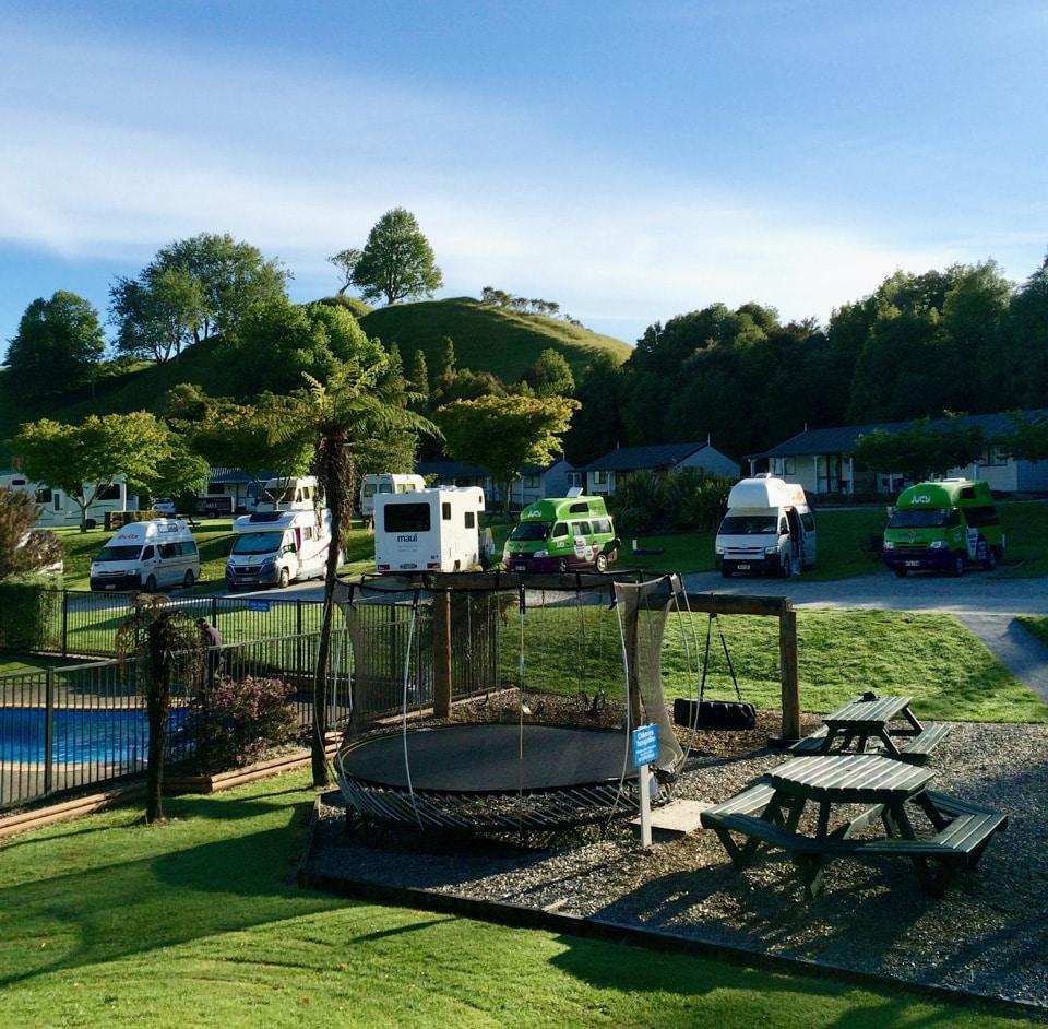 top10campingground-waitomo-caves-neuseeland-loopingmagazin_3976
