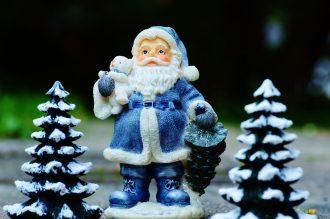 Weihnachtsbräuche in aller Welt blauer Weihnachtsmann
