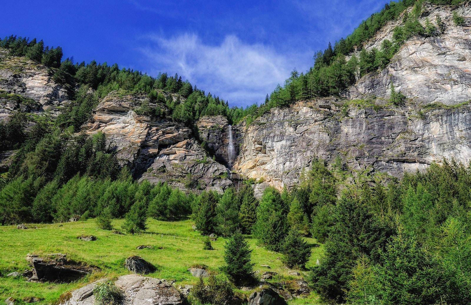 Wasserfall-im-Landschaftsschutzgebiet-Poellatal-Tourismusregion-Katschberg-Rennweg-(c)-Alexandra-Gasser