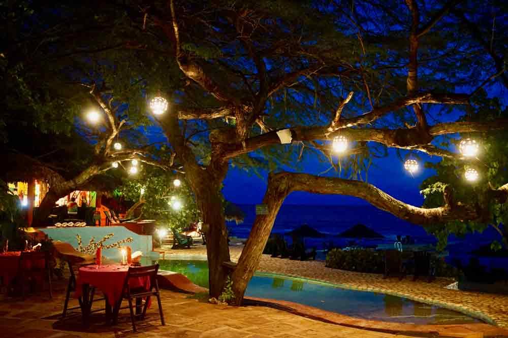 Abends auf de Terrasse von Jakes Hotel auf jamaika