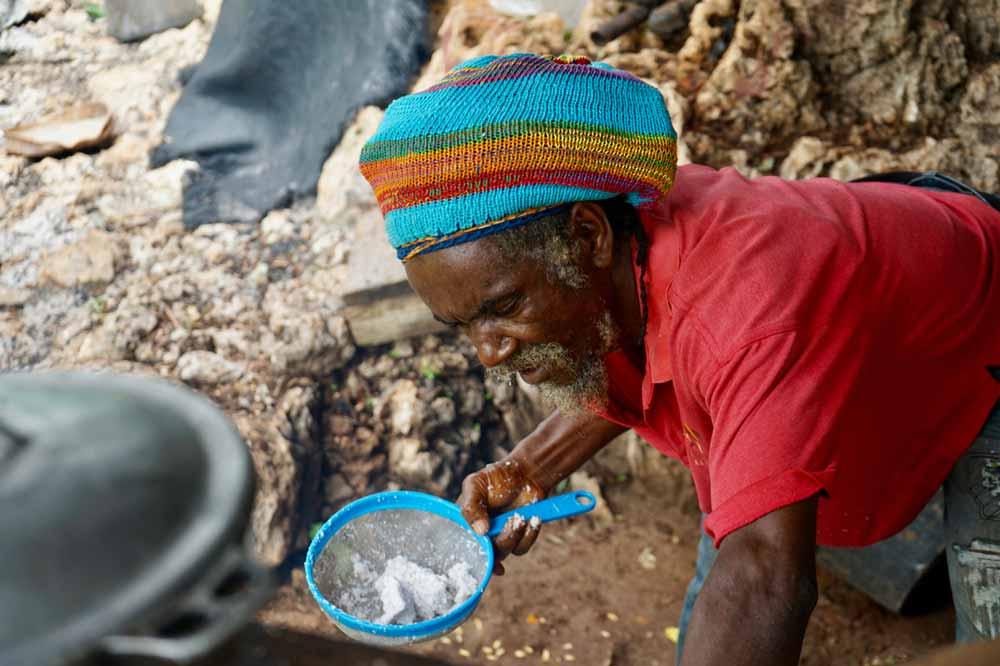 Fire Rastamann auf Jamaika kocht