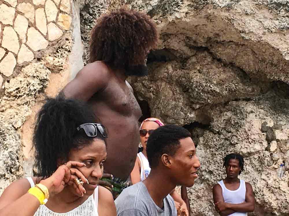 Gäste in Ricks Cafe auf Jamaika