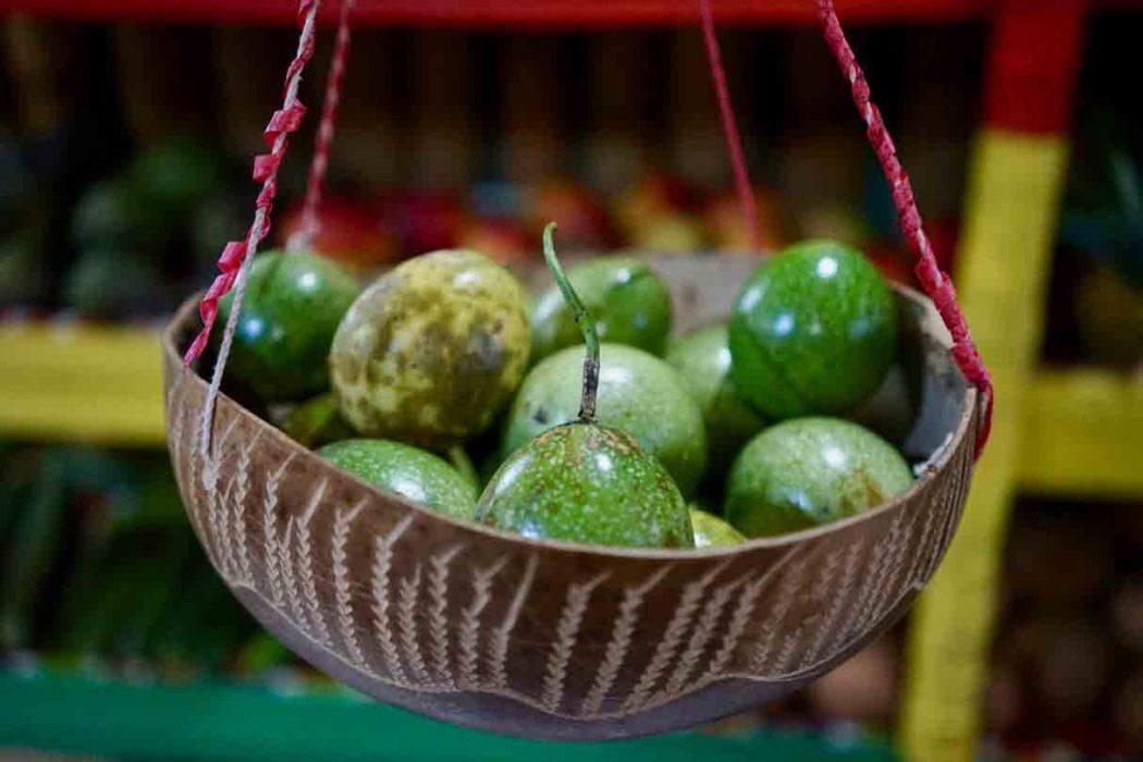 Passionsfrucht bei Fancy Fruits heilendes Essen auf Jamaika