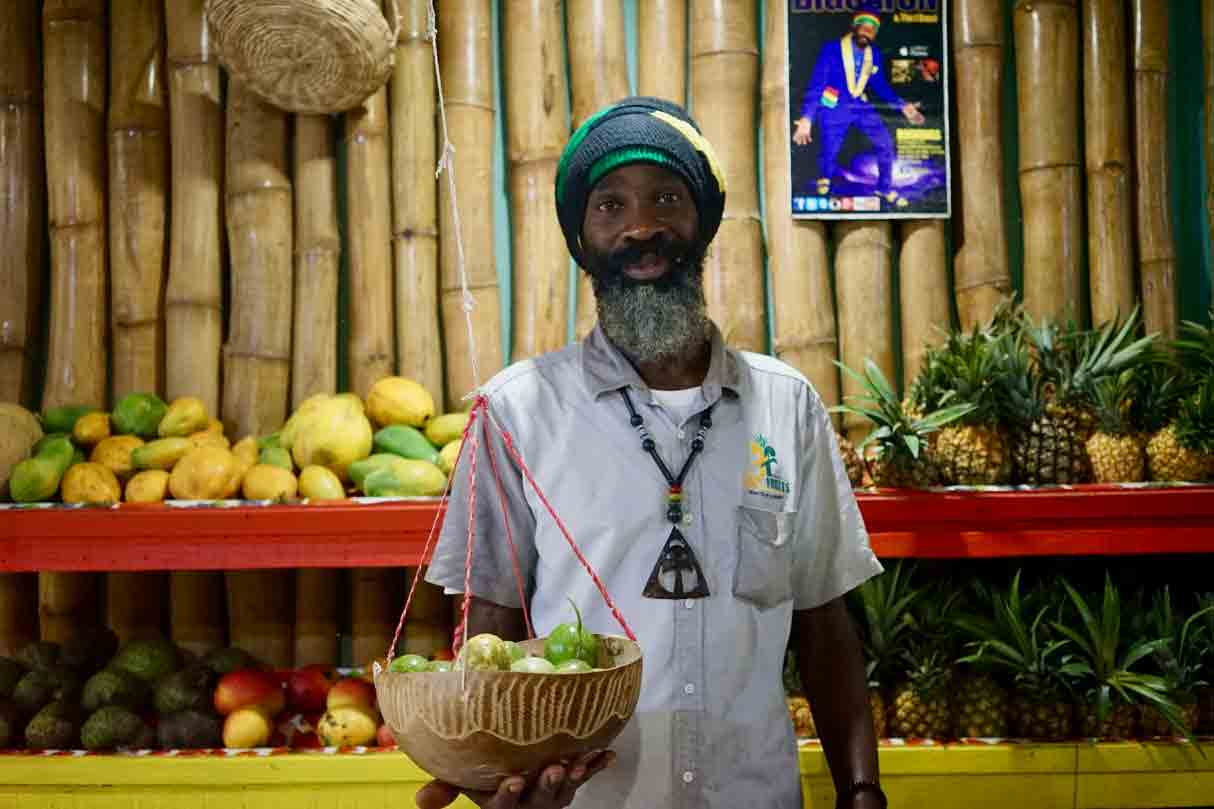 Yahya El, Rasta und Chef von Fancy Fruits in Mandaville Jamaika