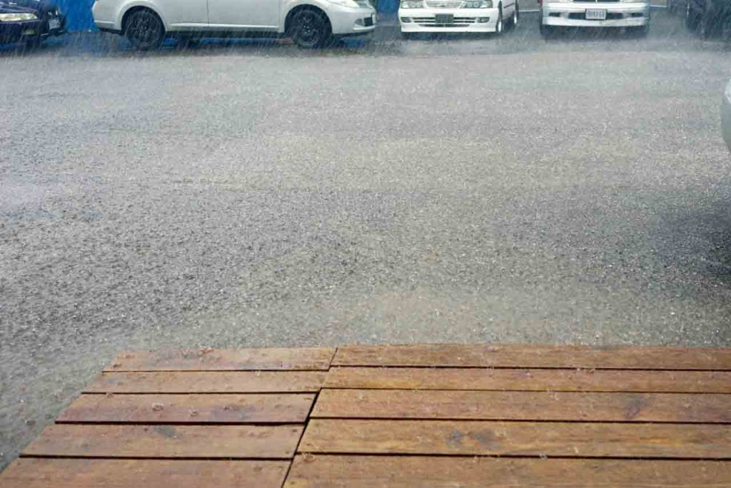 es regnet in mandaville auf jamaika