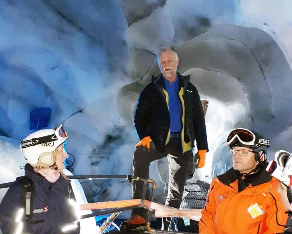 Bootstour in der Gletscherspalte am Tuxer Gletscher