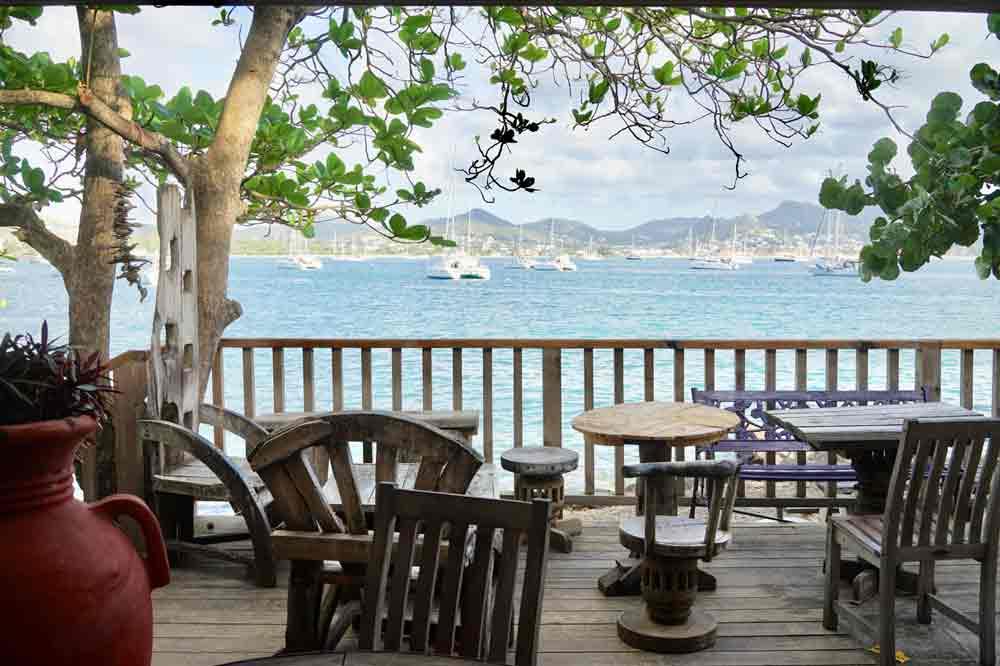 Saint Lucia Ausflugstipps Terrasse vom Restaurant Jambe du Bois auf Pigeon Island
