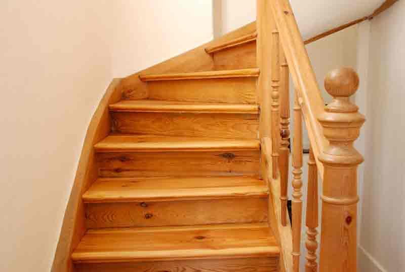 Holztreppe Kleine Villa mit Seeblick in Buckow