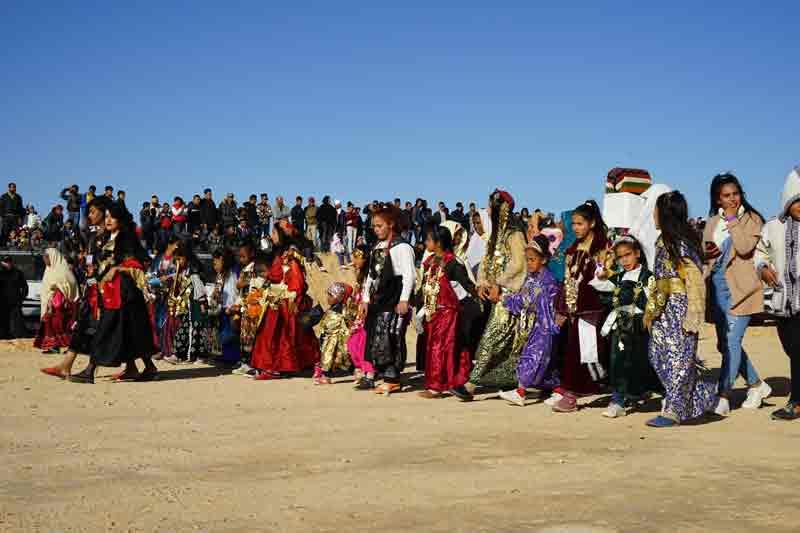Sahara Festival Douz Umzug Frauen und Maedchen