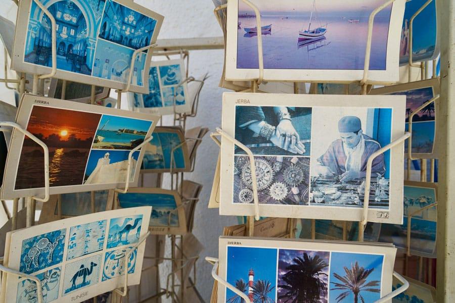 vergilbte Postkarten auf Djerbe