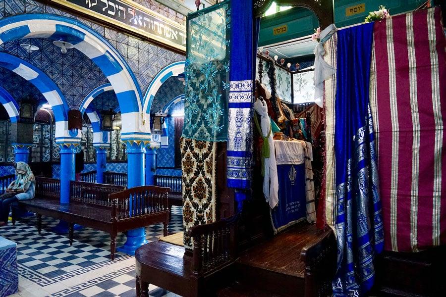 Djerba Sehenswürdigkeiten Innenraum La-Ghriba-Synagoge