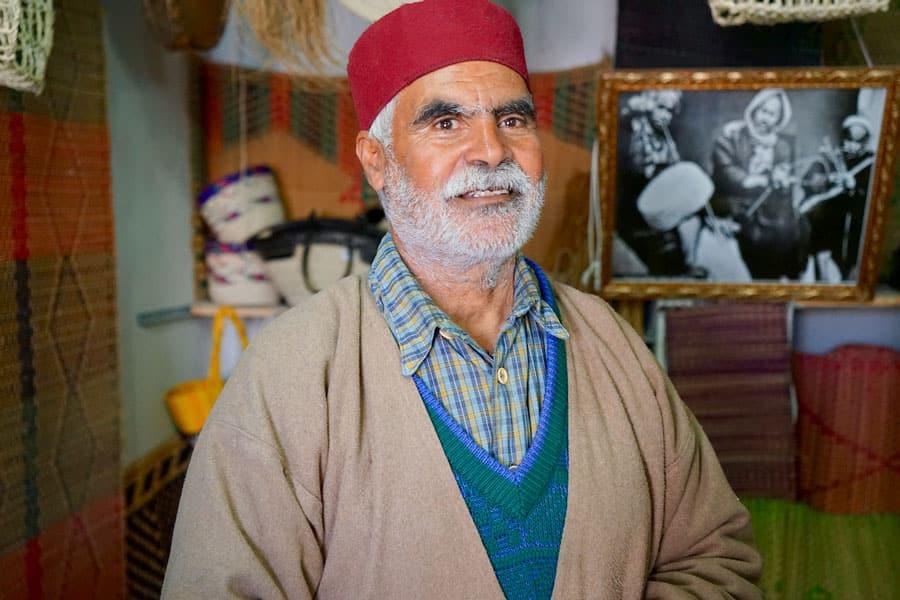 Mohamed Khacha in seinem Atelier de Nattes in Houmt Souk