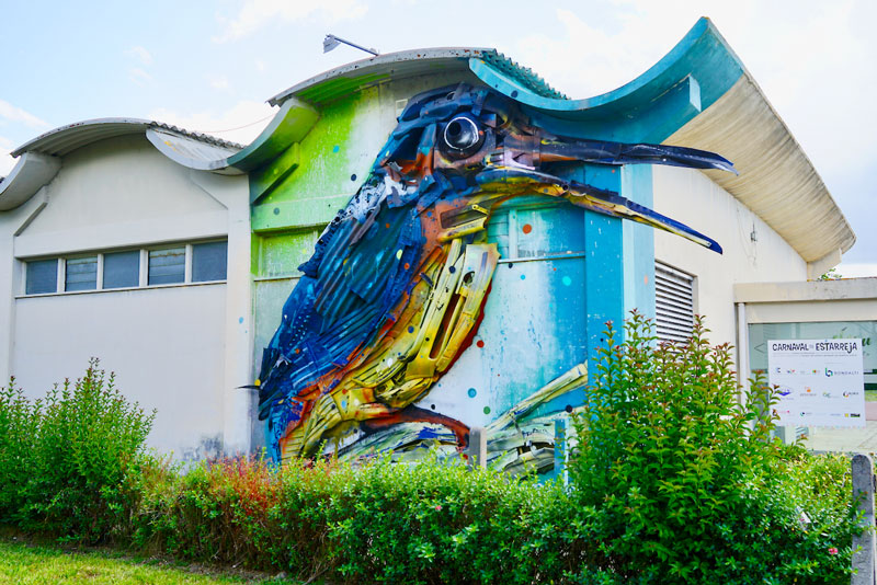 "Street Art Estarreja Bordalo II. ""Guarda–Rios"""
