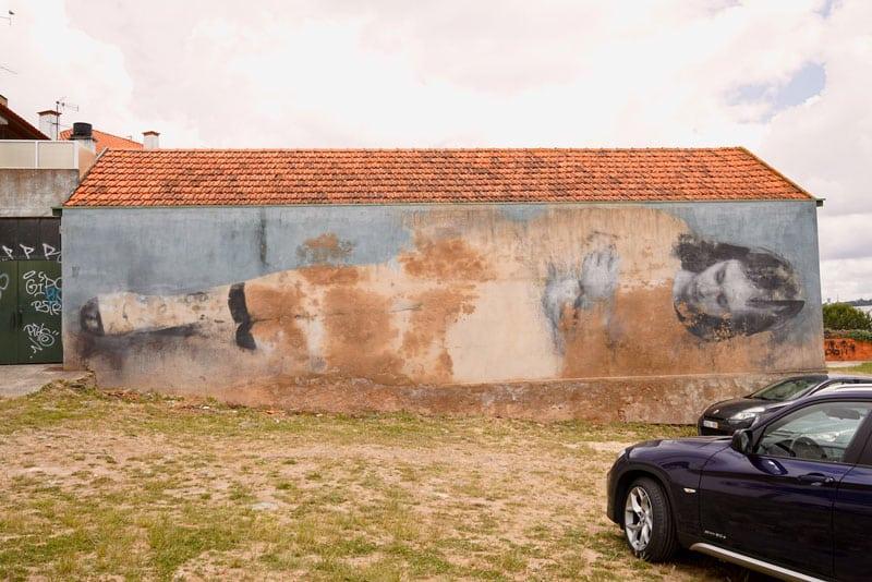 """Bosoletti Street Artist aus Argentinien """"Abandono"""" in Estarreja"""