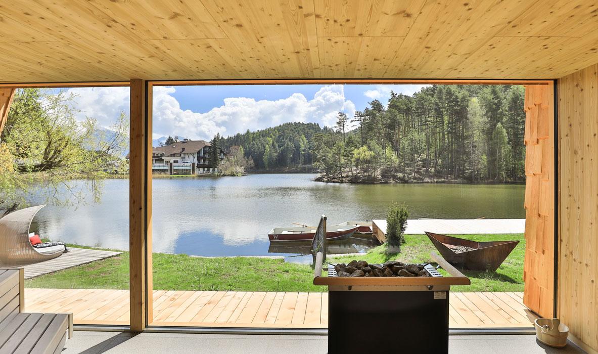 Weihrerhof-Sauna-mit-Blick-auf-den-See