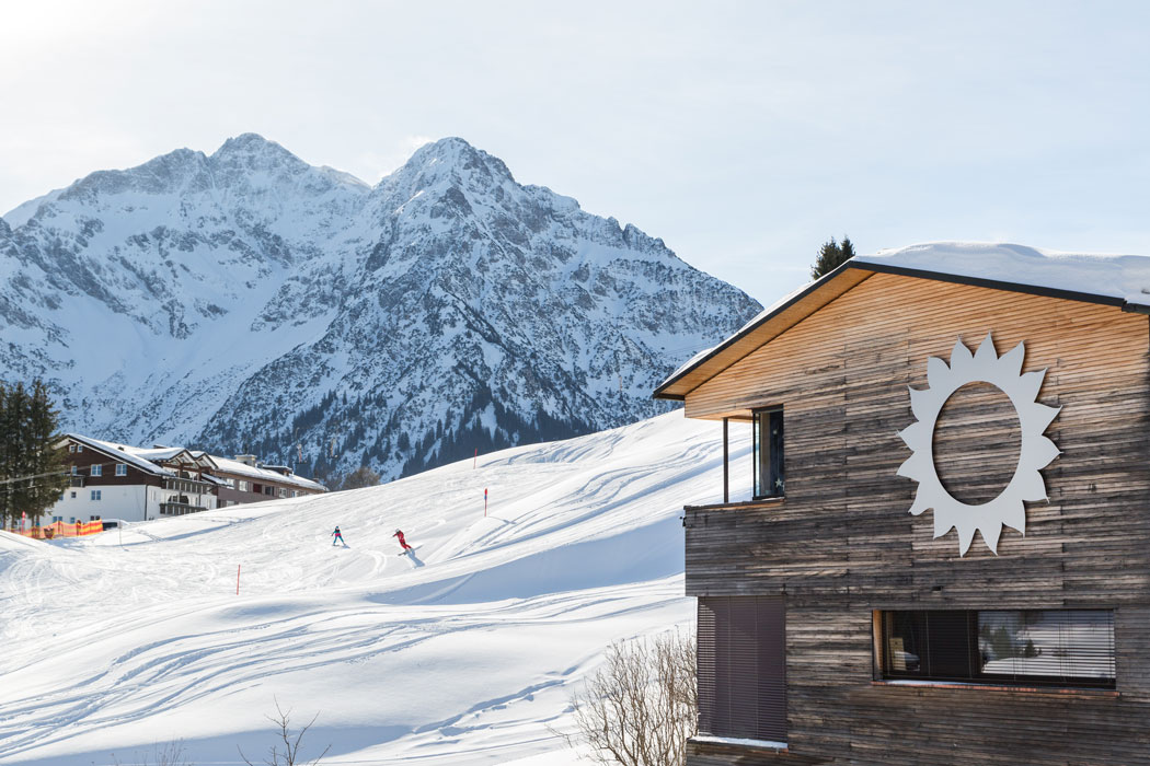Naturhotel-Chesa-Valisa-Schloessle-im-Winter-